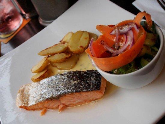 Cuckoo Brow Inn: Grilled Salmon