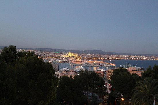 GPRO Valparaiso Palace & SPA: Вид из номера вечером