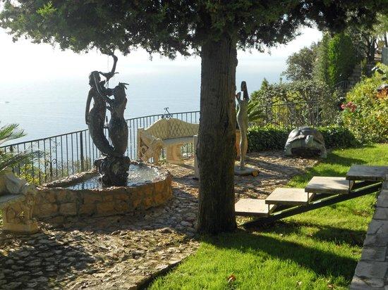Chateau de la Chevre d'Or: Gardens