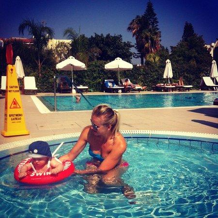 Frixos Suites Hotel apts : Детский бассейн