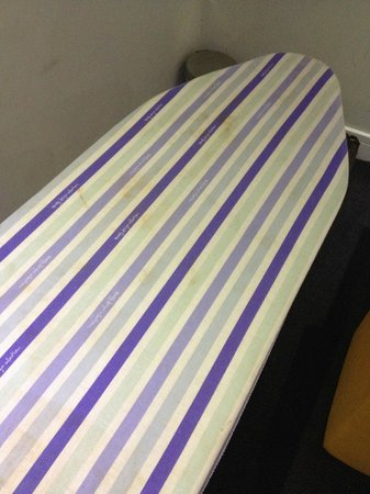 Ibis Styles London Croydon : Filthy ironing board