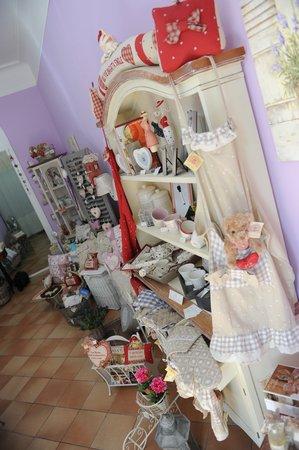 Mobili in vendita alla Maison de Provence - Foto di Maison de ...