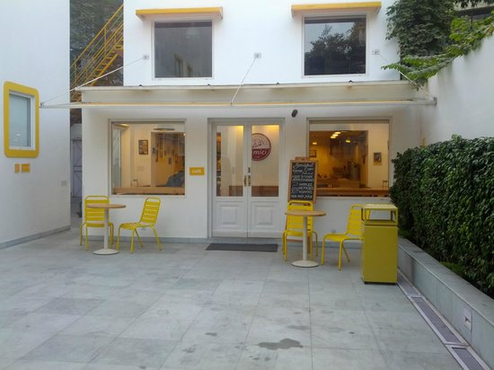 bloomrooms @ Link Rd: the Amici cafe on campus