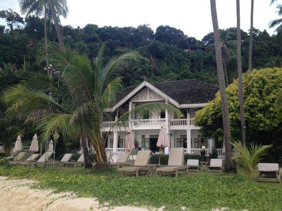 Phuket Panwa Beachfront Resort : Restaurante en la playa