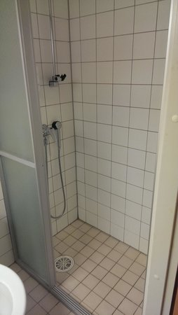 Hotel Lohja: shower
