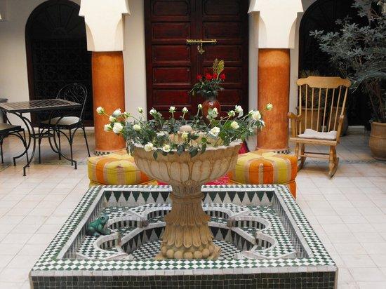 Riad Maison Belbaraka: Indoor garden