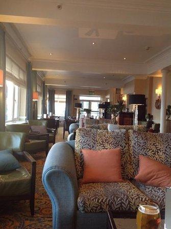 Bournemouth Highcliff Marriott Hotel: cocktail hour