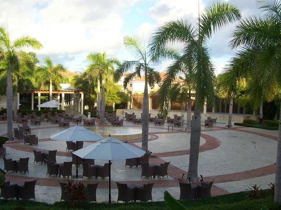 Secrets Royal Beach Punta Cana: Plaza from our room