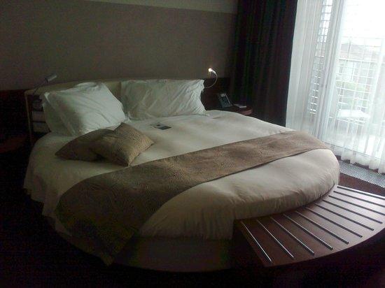Aqualux Hotel Spa & Suite Bardolino: Round bed