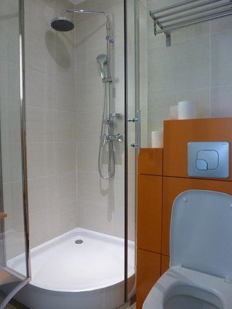 Père Léon : Bathroom