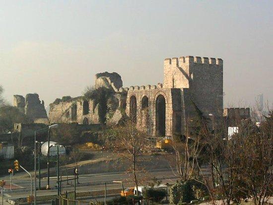 City Wall Hotel: Вид из окна