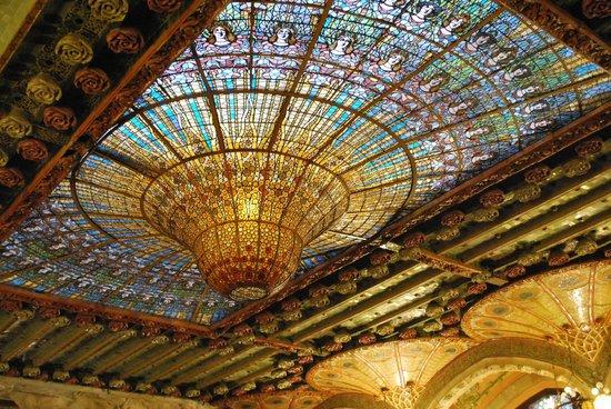 Palais de la Musique Catalane (Palau de la Musica Catalana) : Мозаичная крыша