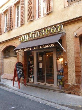 Le Gascon: Exterior view