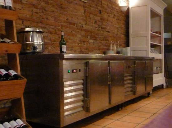 Le Gascon: Cooler cabinet full of mass-produced desserts