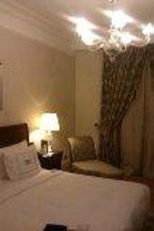 Pera Palace Hotel, Jumeirah: Very comfortabe bed