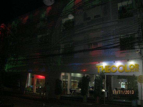 The Color Kata: Отель со стороны