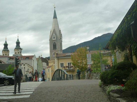 Hotel Gruner Baum : dal ristorante dell'albergo vista del centro di Bressanone