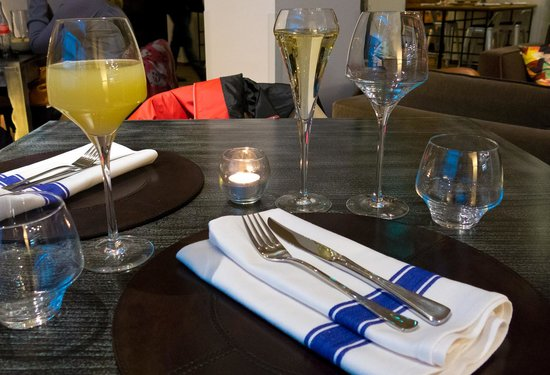 Kitchen & Table Bergen: Prosecco and Apple juice as starters - tunliweb.no
