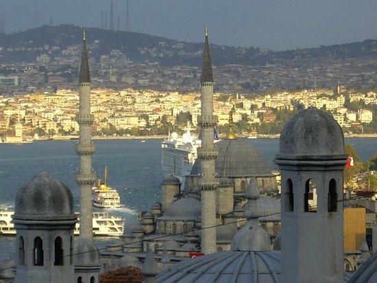 Süleymaniye-Moschee: Вид с площадки на Yeni Eminonu Cami