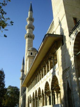 Süleymaniye-Moschee: Впереди вход...