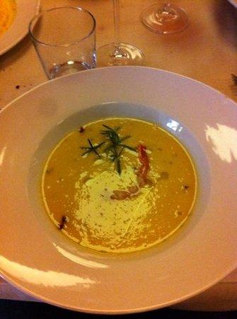 Trattoria Tiro a Segno: zuppa di ceci croccante di pancetta e gambero crudo