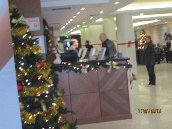 Academy Plaza Hotel: lobby