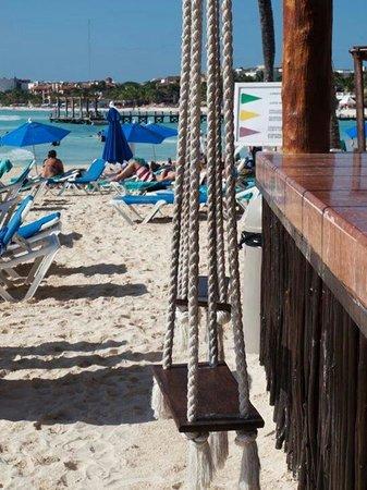 Real Playa del Carmen: De härliga gungorna vid strandbaren