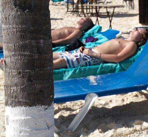 Real Playa del Carmen: Solstol och strandhandduk
