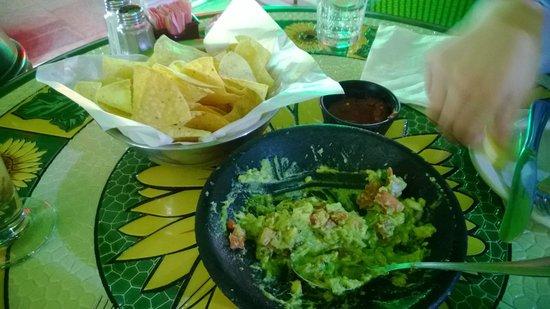 El Chico Mexican Food Restaurant: Half way through our guacamole