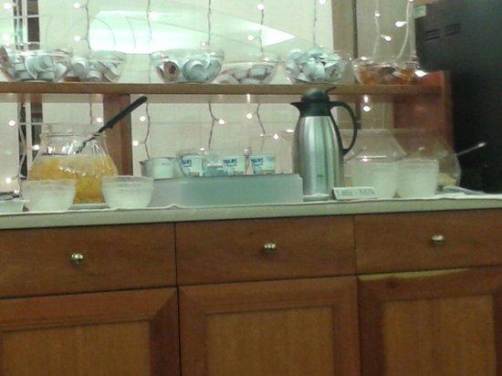 Hotel Commercio & Pellegrino: Yogurt, marmellate, cioccolata