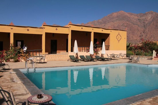 Auberge Kasbah Chez Amaliya : Pool and rooms (our suite was on the right).