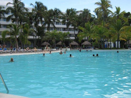 Hotel Riu Naiboa: Bella pileta