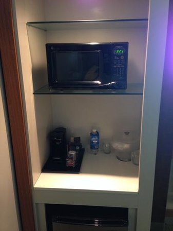 SpringHill Suites Pittsburgh Latrobe: Microwave/Coffee