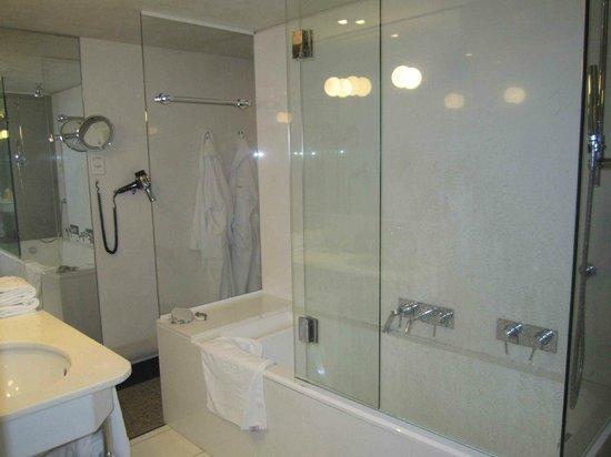 Hotel Le Saint-James Relais & Chateaux : salle de Bain
