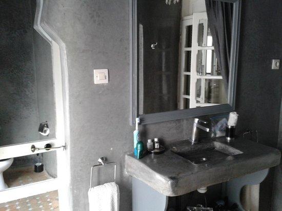Ryad Lyon-Mogador: salle de bain