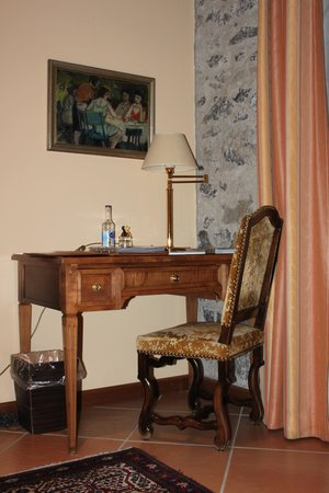 Hotel d'Alleves: туалетный столик