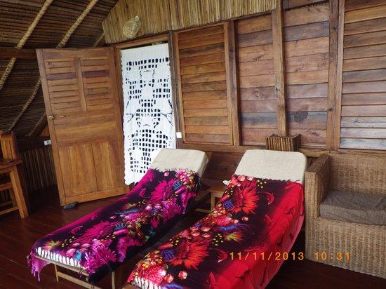Gîte Guyan: terrasse d'une chambre