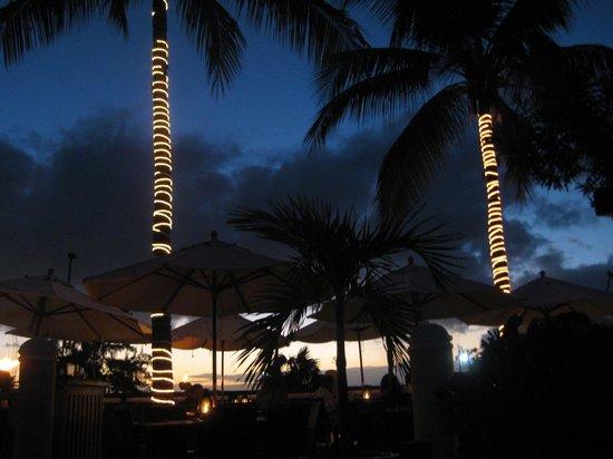 Hemingway's Restaurant: Hemingway's at night
