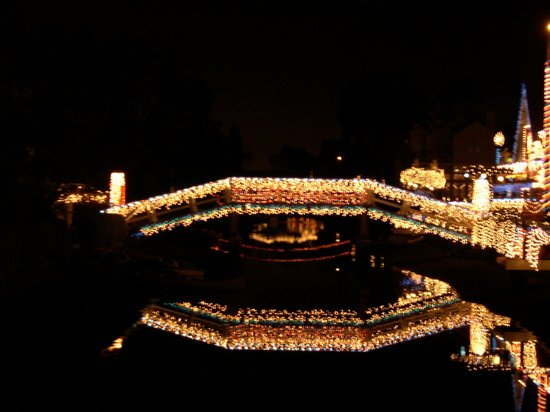 Venice Canals Walkway : Lights on one of the many bridges