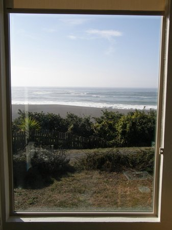 Seacliff Motel on the Bluff: window view