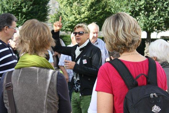 Wienguide Tours : Vor dem Schloss Belvedere