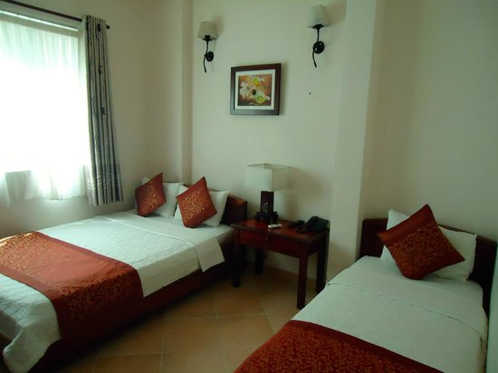 Bich Duyen Hotel: our room