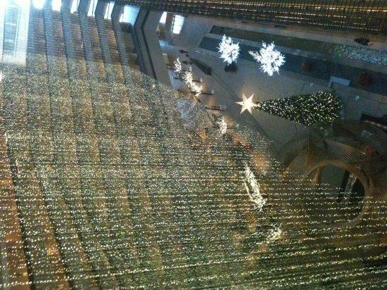 Hyatt Regency San Francisco: View of the lobby from the 10th floor