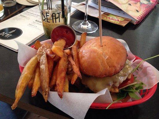 B. Eat : Burger