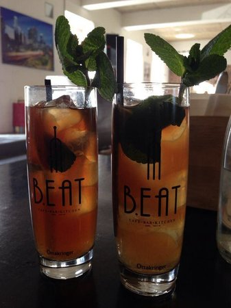 B. Eat : Drinks