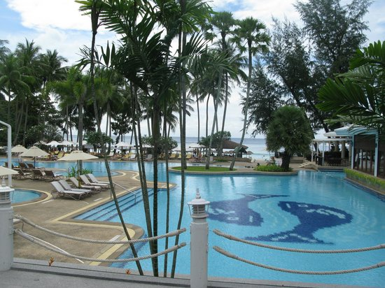 Le Meridien Phuket Beach Resort : бассейн