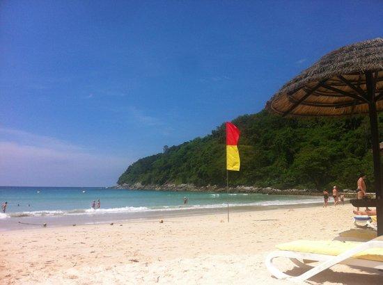 Le Meridien Phuket Beach Resort : пляж
