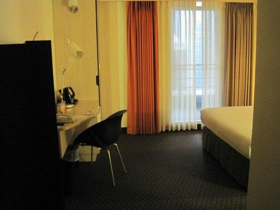 ibis Wellington: Room 915 as you enter