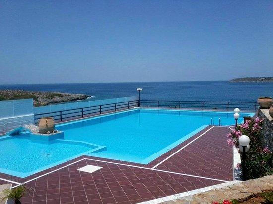 Lena Beach Hotel : OMG Pool on the sea