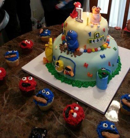 Weinrich Bakery: Birthday Cake!